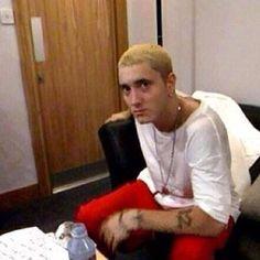 Eminem~looks so young here Eminem Videos, Eminem Rap, Best Of Eminem, Marshall Eminem, Eminem Photos, Best Rapper Alive, Eminem Slim Shady, Young Kim, Rap God