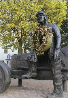 Mantova statua dedicata a Tazio Nuvolari