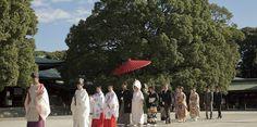 A wedding ceremony of the Japanese style. Shiromuku wedding Kimono.