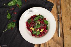 vegan power salad, power food salad, delicious super food salad, Reissalat, roten Rüben Salat mit Reis, Chia Samen und Goji Beeren