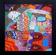 La magia di G Klimt,che interpreta lo stile dell'Art Nouveau  i dettagli realistici emergono da un tappeto di decorazioni astratte, di raffinate tessiture con inserti dorati e argentati.    Le zone dei visi, dei capelli e delle mani sono realizzate a matita, con chiaroscuro sfumato, mentre gli sfondi e gli abiti sono realizzati con colori a pennarelli, limitati ad una gamma di 7 colori a scelta e arricchiti  con frammenti di carta dorata, cordicelle, nastri argentati, stagnole e fogli di…