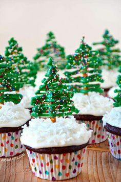 Christmas tree cupcakes. Absolutely adorable and super easy to make.