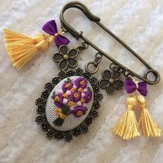 Wonderful Ribbon Embroidery Flowers by Hand Ideas. Enchanting Ribbon Embroidery Flowers by Hand Ideas. Silk Ribbon Embroidery, Embroidery Jewelry, Embroidery Art, Embroidery Stitches, Embroidery Patterns, Embroidery Supplies, Jewelry Crafts, Handmade Jewelry, Safety Pin Crafts