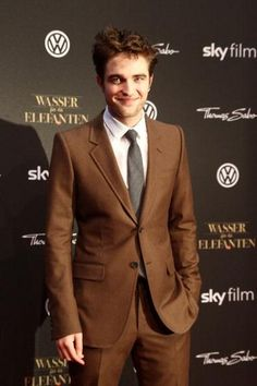 Loving that brown suit... Robert Pattinson Brown Suite also going to be in my wedding party.