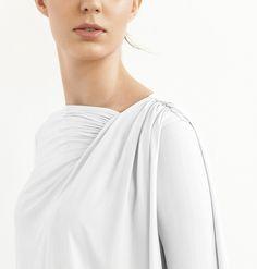 Branca, básica e design confortável.  /  White, basic and comfortable design.