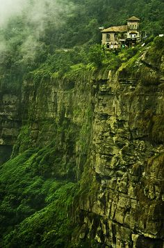20 Incredible Places Worth Visit in Your Life - Haunted Hotel Del Salto, Colombia Haunted Hotel, Haunted Places, Abandoned Places, Places Around The World, Oh The Places You'll Go, Places To Travel, Places To Visit, Around The Worlds, Colombia Travel