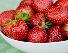 Strawberries are brimming with gum–building vitamin C. Vitamin C is required for production of collagen, a key protein that maintains your gums' strength and integrity — and strong gums are an integral part of overall oral health. Gum Health, Teeth Health, Healthy Teeth, Dental Health, Healthy Snacks, Health Tips, Healthy Recipes, Oral Health, Organic Recipes