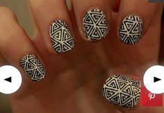 Amazing statement monochrome nails!
