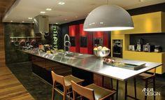 Ilha de Cozinha com Mesa, Fogão e Pia em  Inox