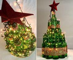 Faça em casa: árvore de Natal de garrafas (Foto: Renata Viot/Gshow)