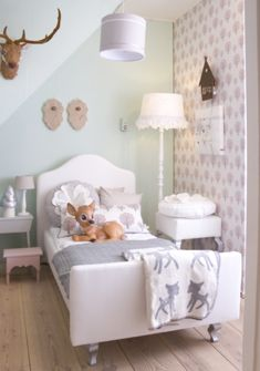 Tiffany, this is just an example of how Matt could have a girl nursery he would like, hahaha. You could just mount Murphy up there ;)