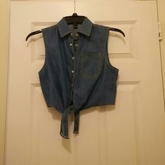 Jean crop tie down top Very cute. Worn once Forever 21 Tops