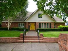2110 Carriage Dr, Eugene, OR 97408