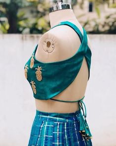 There is a lot of variety of blouse back neck designs in the market now, which will become trendy as well as give them a modern look. Blouse Back Neck Designs, Choli Designs, Fancy Blouse Designs, Saree Blouse Designs, Stylish Blouse Design, Designer Blouse Patterns, Love Clothing, Indian Designer Outfits, Vogue