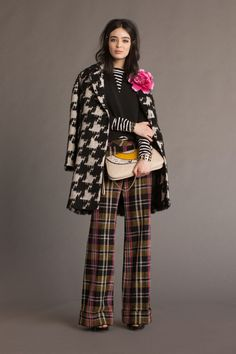 The complete Trina Turk Fall 2016 Ready-to-Wear fashion show now on Vogue Runway. New York Fashion, Love Fashion, Fashion News, Fashion Show, Autumn Fashion, Womens Fashion, Fashion Design, Fashion Black, Vintage Fashion