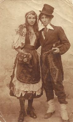 Romani (Gypsy) Couple can find Vintage gypsy and more on our website. Antique Photos, Vintage Pictures, Vintage Photographs, Vintage Images, Old Photos, High Pictures, Vintage Gypsy, Vintage Circus, Gypsy Life