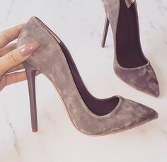 high heels stilettos -- Click visit link for more info Pretty Shoes, Beautiful Shoes, Cute Shoes, Me Too Shoes, Gorgeous Heels, Beautiful Images, Stilettos, Stiletto Heels, Dream Shoes