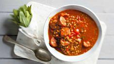 Sytá polévka směle nahradí hlavní jídlo. Chorizo, Chana Masala, Quinoa, Food And Drink, Soup, Treats, Fresh, Ethnic Recipes, Bulgur