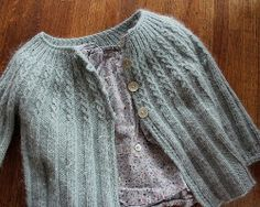 Casaquinhos de bebê em tricô - apenas para inspiração