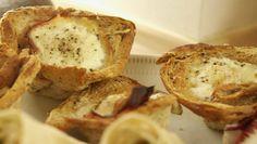 Madpakken bliver ekstra lækker med Jesper Vollmers ægge-toast-muffins. Opskrift med toastbrød, æg, flødeost, skinke og ost. Nemt og lækkert til madpakken.