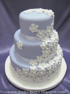 Keiku Cake: White flowers shower wedding cake