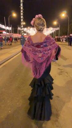 Spanish Dress Flamenco, Flamenco Party, Spanish Dancer, Spanish Woman, Flamenco Dancers, Abaya Fashion, Fashion Dresses, Cuban Dress, Lace Dress Styles