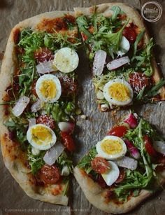 wild rocket, cherry tomatoes & boiled egg flatbread ...and a few words about making a perfect pizza