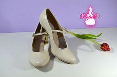 Svatební i společenské lodičky retro styl Model Katrina T-styl. Pravá kůže ivory, svatební boty, svatební obuv, svadobné topánky, svadobná obuv, obuv na mieru, topánky podľa vlastného návrhu, pohodlné svatební boty, svatební lodičky, svatební boty na nízkém podpatku, nude boty, boty v telové barvě, svatební boty na nízkém podpatku, balerínky, pohodlné svatební boty, Retro svadobné lodičky ivory. Salvatore Ferragamo, Character Shoes, Dance Shoes, Flats, Fashion, Dancing Shoes, Loafers & Slip Ons, Moda, Fashion Styles