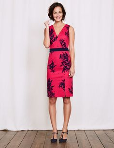 8dc7cfac468 We re going bold with this elegant fitted dress. The structured design has a