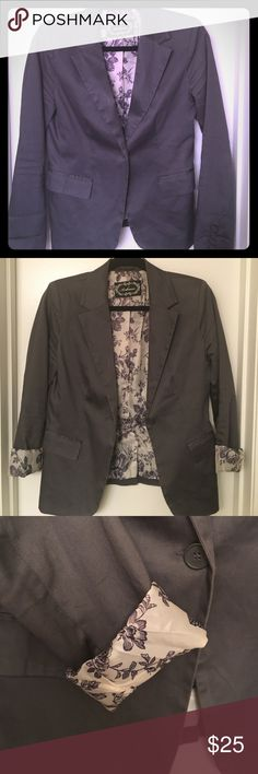 Business Casual Gray Blazer This gray blazer is perfect for many occasions and is very well made!  The sleeves are long but can be comfortably rolled up to reveal the beautiful floral lining.  Pre-loved💙 Comes from a smoke and pet-free home.  Feel free to make an offer! Ambiance Apparel Jackets & Coats Blazers