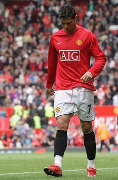 Cristiano Ronaldo of Manchester United walks off after the Barclays Premier League match between Manchester United and Manchester City at Old Trafford on May 10 2009 in Manchester, England. Get premium, high resolution news photos at Getty Images Cristiano Ronaldo Manchester, Cristiano Ronaldo Lionel Messi, Cristiano Ronaldo Cr7, Cristino Ronaldo, Ronaldo Football, Ronaldo Juventus, Manchester United Old Trafford, Manchester United Football, Manchester England