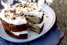 Hvit sjokoladekake med sjokolade- og smørkremglasur Tiramisu, Cheesecake, Ethnic Recipes, Desserts, Food, Country Living, Dinners, Baking Soda, Tailgate Desserts