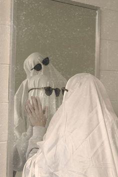 Cute Friend Pictures, Best Friend Photos, Cute Pictures, Ghost Photography, Grunge Photography, Sapo Meme, Arte Van Gogh, Ghost Costumes, Ghost Pictures