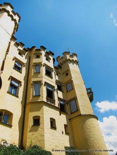 Bavière: Le château d'Hohenschwangau fut construit par le père du roi Louis II. Il se trouve en face du célèbre château de Neuschwanstein. Nice castle in Bavaria - Schloss in Bayern -