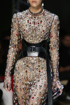 Alexander McQueen Fall 2018 Ready-to-Wear Fashion Show Details
