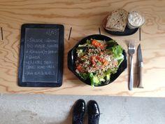 Menu du jour 03/03 - Salade légumes Bio vapeur (carottes + poireaux) + batavia + Quinoa Bio - Riletes thon-câpres home-made (par Claire) - Pain aux céréales