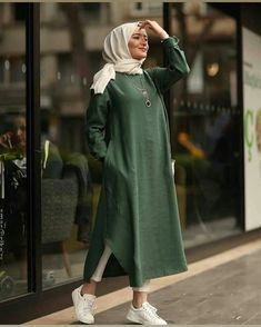 Hijab Fashion 403494447866216100 - Iipekbocugu Tunik Keten Desensiz Source by faezepourheydar Modern Hijab Fashion, Muslim Fashion, Modest Fashion, Fashion Outfits, Girly Outfits, Fashion Advice, Fashion Ideas, Men's Fashion, Hijab Outfit