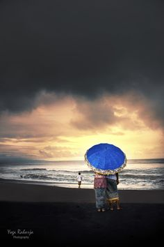 Storm Will Come by Yoga Raharja, Gianyar regency, Bali, Indonesia 2011 Blue Umbrella, Under My Umbrella, Bali Weather, Umbrellas Parasols, Plexus Products, Creative Inspiration, Mother Nature, Cool Pictures, Backdrops