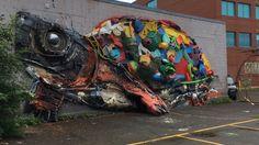 Un assemblage de déchets en forme de tortue géante