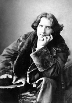 Оскар Уайльд Перед смертью Уайльд посетовал на ужасный внешний вид помещения, в котором он находился: «Мои обои и я сражаемся на дуэли насмерть. Один из нас должен уйти...»