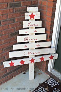 {DIY} Pallet Christmas Tree - The Turquoise Home