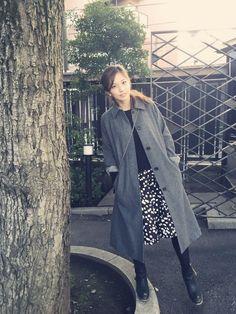安田美沙子さんのステンカラーコート「MARGARET HOWELL ロングコート」を使ったコーディネート