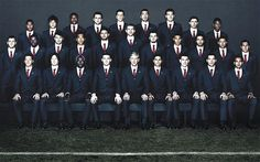 Arsenal manager Arsène Wenger reintroduces club suit. As a straight female fan with a thing for suits, BEST NEWS EVER.