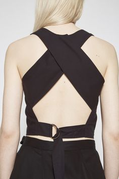 From the Shaina Mote Core Collection, the Nin Top is a tailored, clean finished, cropped top with angular cross over back straps and a D-ring adjuster at the waist. Tencel Cotton Poplin Available in I