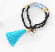 Perfecto para llevar todos los días, nuestra pulsera Chiened con colores azul cielo, dorado y negro, ideal para vestir con un buen outfit, combínalos con el collar 116382 y los aretes 116383 o 116384. Modelo: 116386