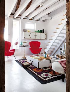Madrid Penthouse Exudes Rustic Flavor And Artistic Appeal - A Interior Design Madrid, Dining Room Corner, Turbulence Deco, Oasis, Vintage Space, Blog Deco, Cool Apartments, Dream Decor, White Decor