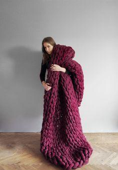 Ohhio's Grande Punto blankets. Chunky blanket. Giant knit. Cozy throw. 23 microns merino wool