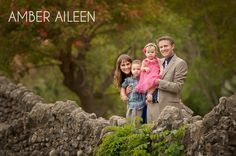 Posing Outdoor Family Portraits   Outdoor Family Poses Ideas