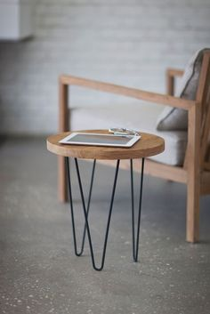 Table d'appoint avec hairpin legs  http://www.homelisty.com/hairpin-legs-france/