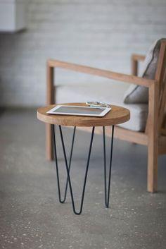 Table d'appoint avec hairpin legs  http://www.homelisty.com/hairpin-legs-france/